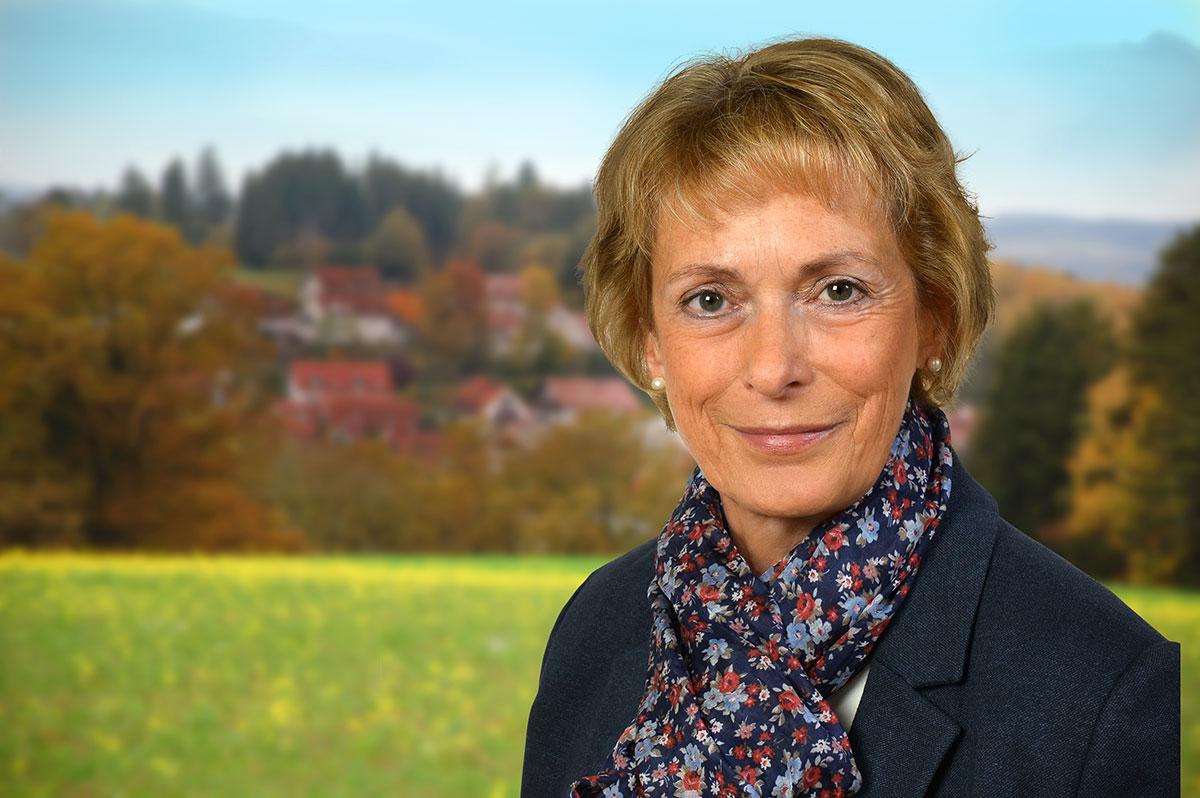 """<h1 style=""""text-align:left;color: white !important;"""">GEMEINSAM. AKTIV. GESTALTEN.  </br>15. März 2020 – Kommunalwahl </h1> <div style=""""text-align:left !important;color: white !important;""""> Birgit Gatz – Ihre Bürgermeisterin</div>"""